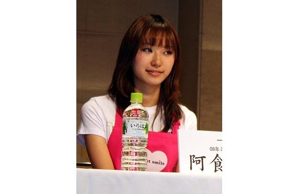 11/13(金)発売の「濃厚かぼちゃシュークリーム」(135円)をプロデュースした阿食裕子さん(一橋大)