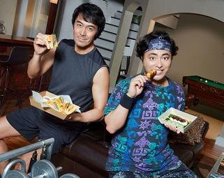 阿部寛と山田孝之がUber Eats 新CMで初共演!少し変わった筋トレに挑戦