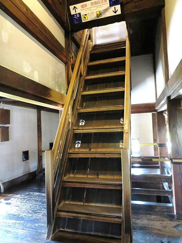 4階から5階に上がる階段は61度ともっとも急勾配