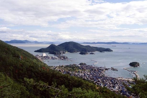仙酔島。昼間はもちろん、海が赤く染まる夕景も美しい