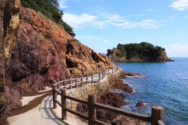 仙酔島のハイキングコース。遊歩道からの眺めも抜群だ