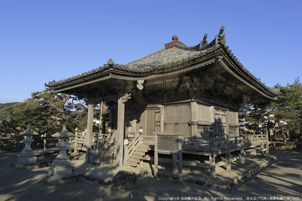 桃山建築様式の「五大堂」は国重要文化財にも指定される歴史的な建築物