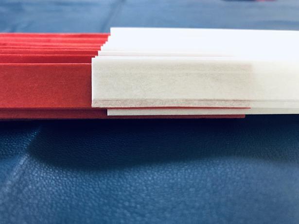 わかりやすいよう、片一方の束を白にした。連結部分が、下から赤、白、赤、白と重なっている