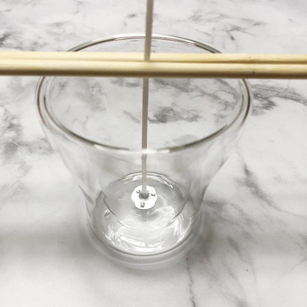 割る前の割り箸がない場合は、両サイドを輪ゴムなどで固定するといい