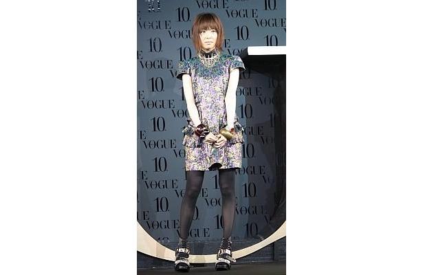 本谷有希子さんは、自分らしいドレスを選んだと語った