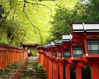 京の奥座敷「貴船神社」の見どころを徹底ガイド!「水」や「えんむすび」にまつわるお守りやお土産も【コロナ対策情報付き】