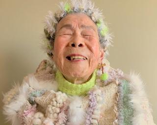 ″さをり織り″をまとうモデルは97歳!カラフルポップな姿に世界が注目