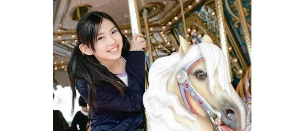 「メリーゴーランド」でお馬さんに乗ってにっこり
