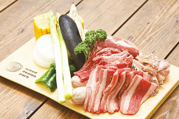 「BBQ SET」(1人前 税込2400円) ※写真は2人前