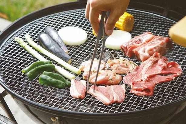 【写真】まずは肉や野菜を通常のBBQで楽しむ