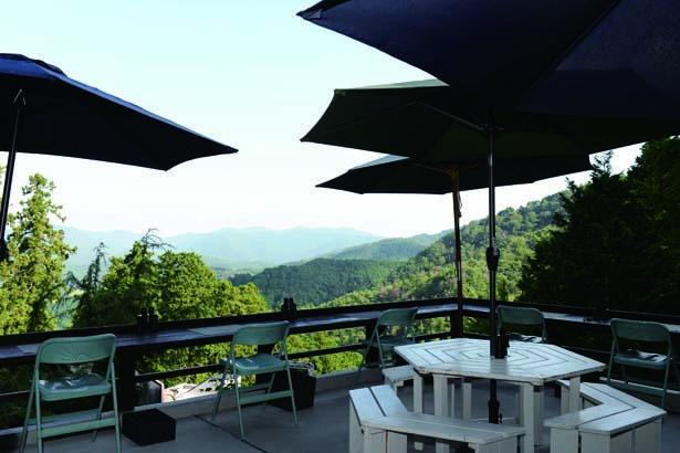 本瀧寺の境内で最も景色のよい場所で週3日だけオープンするカフェ/ほんたき 山のカフェ
