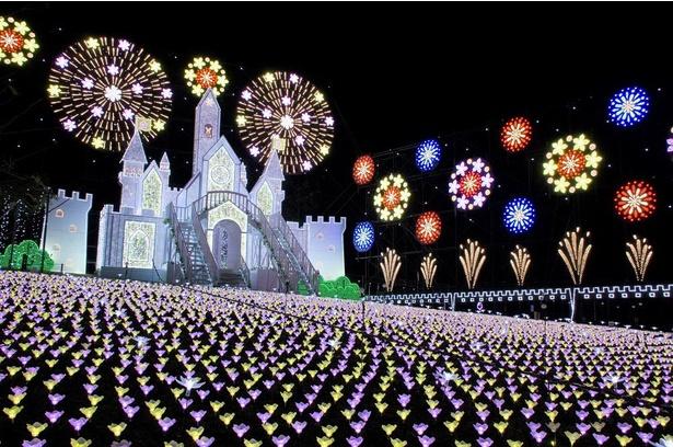 童話の世界のような花で彩られた「フラワーキャッスル」。お城の中に入ることもできる