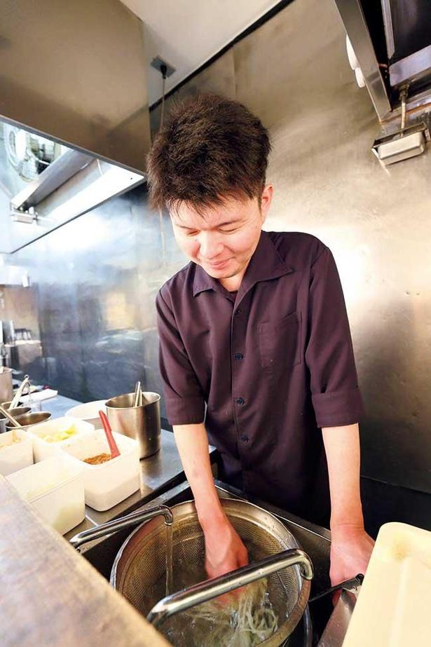 「麺屋 一燈」や「つけ麺 一燈」で長年働き実力を磨いてきた店主・阿部義貴さん