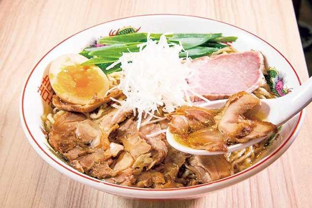 鶏ガラと丸鶏をじっくりと炊き込んだスープ