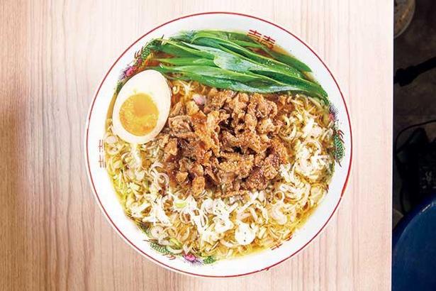 「葱皮」はたっぷりのネギが丼を覆うようにのり、真ん中に鶏皮の甘煮が鎮座