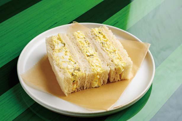 たまご、山ごぼう、きゅうりのお漬物サンドイッチ(700円)。エッグサラダの中のお漬物の食感がアクセントに/ブルーボトルコーヒー 京都木屋町カフェ