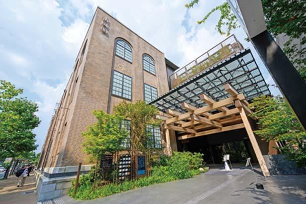 京都市指定・登録文化財でもある旧京都中央電話局の既存棟と、ホテルを中心とした新築棟の2つの建物で構成される/新風館