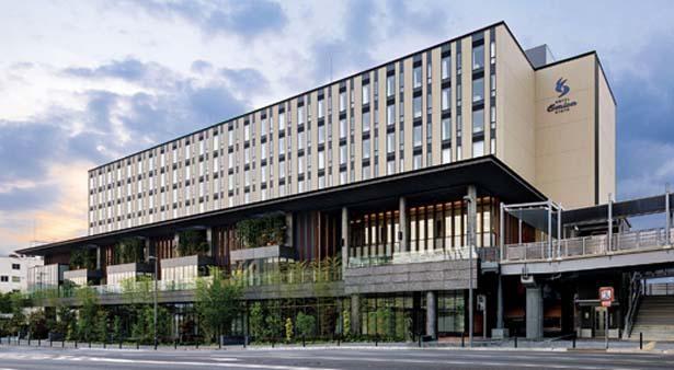 地上8階建てで、1・2階が商業施設、3〜8階がホテルになっている。レンタサイクル(有料)もあるので、周辺の観光もラクラク/ホテル エミオン 京都 ショップ&レストラン