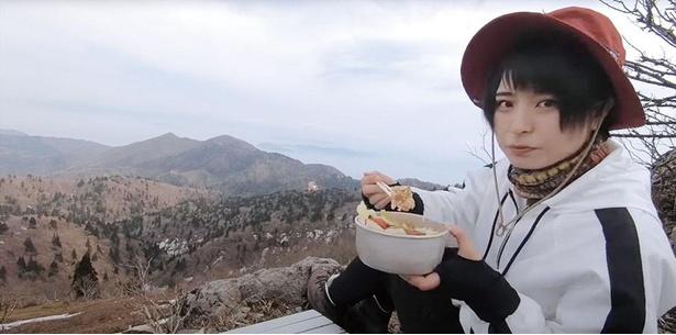 山頂近くで手作りの山ごはん。絶景を眺めながら食べるごはんの味は格別!