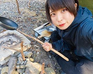 人気YouTuberさばいどる かほなんが伝授!グループキャンプにおすすめ豪快チキン丸焼きレシピ