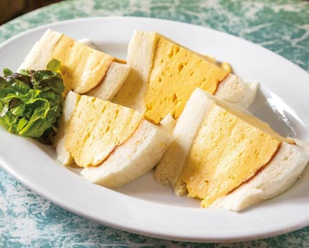 「コロナの玉子サンドイッチ」(680円)。モチッとしたパンに塗られた自家製デミソースとマスタードが味の決め手/喫茶 la madrague