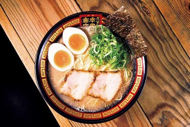 【写真】継ぎ足しで旨味を引き出す伝統の豚骨スープ