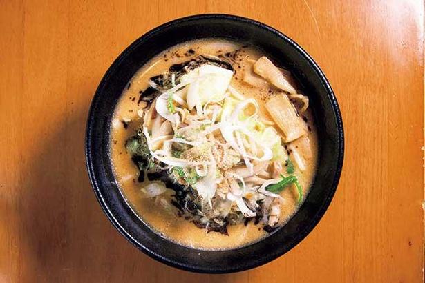 野菜の旨味が染みでた濃厚な味噌が太麺にマッチ