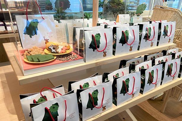 茶の菓、らららマドレーヌ、京サブレ、かえでパイが3個ずつ詰まった、ロマンくんアソートC(12個入り・1713円)。6個入りのアソートAとB(各723円)もある