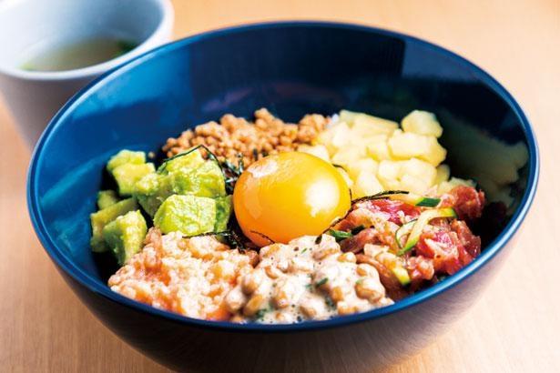 発酵盛りだくさんBowl(スープ付き・税込980円)。全部混ぜ合わせて食べて/漬×麹 Haccomachi