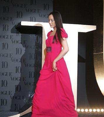 【ピンクのロングドレスで登場!】