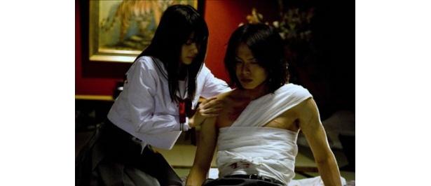 イケメン・荒木宏文を介抱する美少女・逢沢りな。見どころ多すぎで困ります