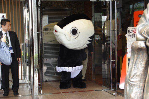 高知県のシュールなご当地キャラ「カツオ人間」
