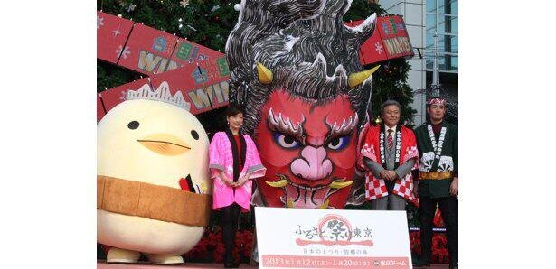 愛媛県今治市のゆるキャラ「バリィさん」(写真左)