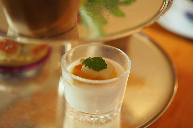7種のスイーツ&セイヴォリーのなかでもシェフのおすすめは、優しい甘みを堪能できる「柿と甘酒プリン」だそう