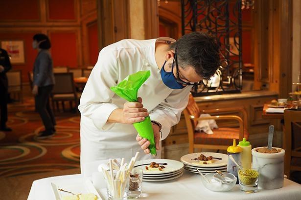 この日は特別にジル・ペリン総料理長が、腕をふるってくれた