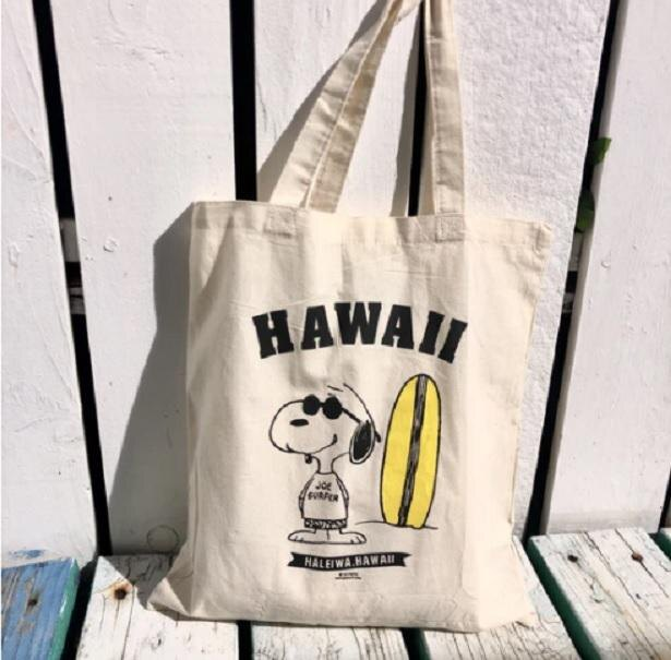 サングラスをしたスヌーピーがデザインされた、ハワイ感満載の「LUCY TOTE - HAWAII」(約2111円※10月5日現在)。縦型トートバッグは使いやすさ◎