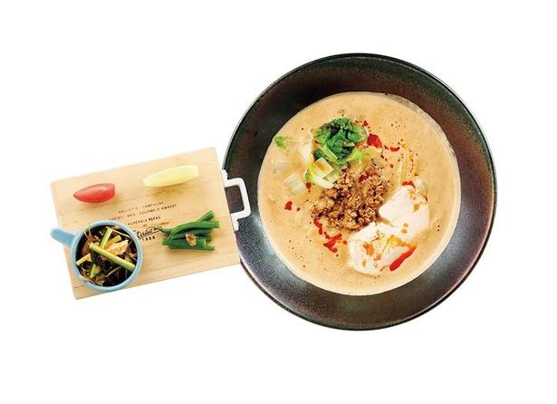 ビスクスープに溶け込んだエビとカニの塩味が味わい深い「白ごま担々麺」(税込1000円)。日替りアミューズ付き /「Malcon men ~le sel~」