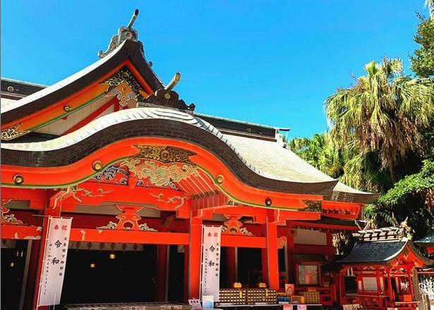 青島神社の本殿には「山幸彦」「豊玉姫」「塩筒大神」の三神を祀る