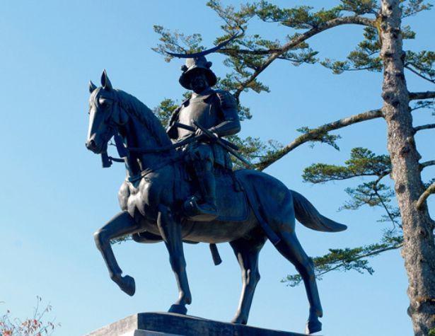 青葉山公園のシンボル・伊達政宗像