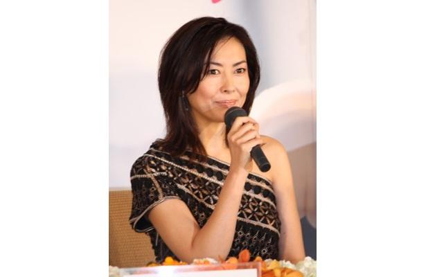 女優オーラ全開!12年ぶりの主演映画『サヨナライツカ』を語る中山美穂