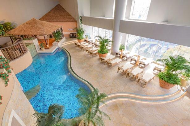 各種低温サウナに加え、南国リゾートを思わせる開放的な休憩スペースを備えた「ヒーリング バーデ」