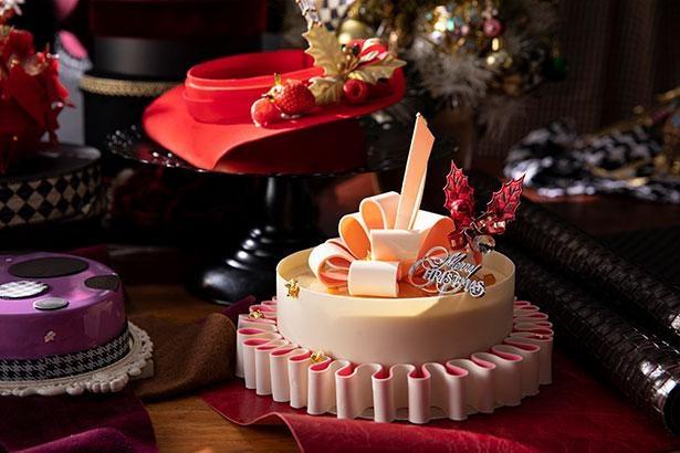 帽子のつばをチョコレートでアレンジし、フェミニンな雰囲気に仕上げた「キャプリーヌ・ブラン」