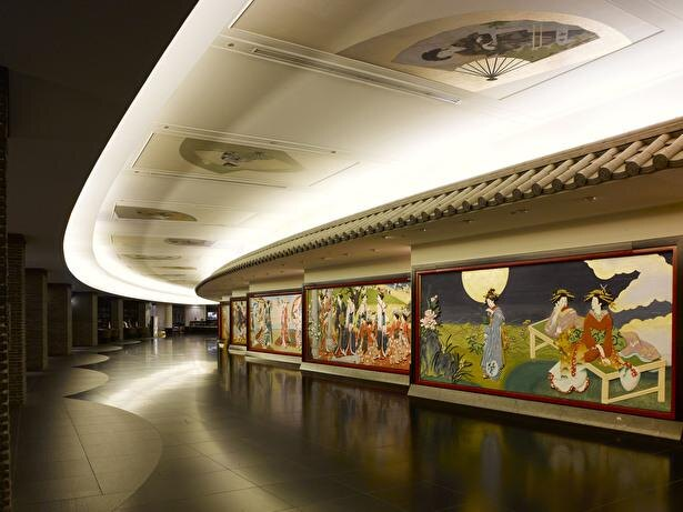 館内にはさまざまな美術品が飾られていて、美術館へ来たかのよう