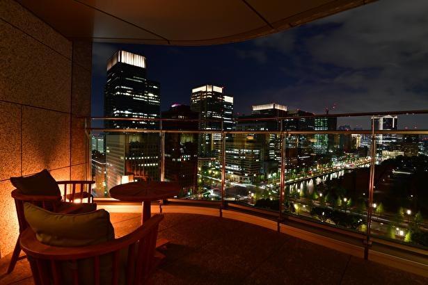 都会の夜景とともにディナーを楽しむのも良さそう