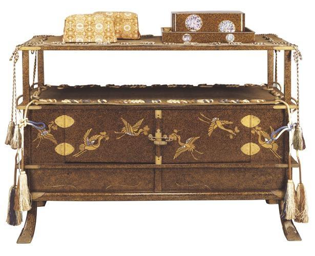 松喰鶴蒔絵螺鈿二階厨子飾り(まつくいづるまきえらでんにかいずしかざり) 飛香舎調度(ひぎょうしゃちょうど)のうち 江戸時代・19世紀 東京国立博物館 通期展示