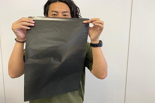 あぶらが乗った40代の山田も、吸収力の高い墨1320円(税込)に挑戦!