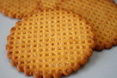 ビスケットがほんのりオレンジ色の「ハーベスト ウェルメイド 4種のチーズ」。パルミジャーノレッジャーノ、チェダー、ゴルゴンゾーラ、クリームチーズを使用