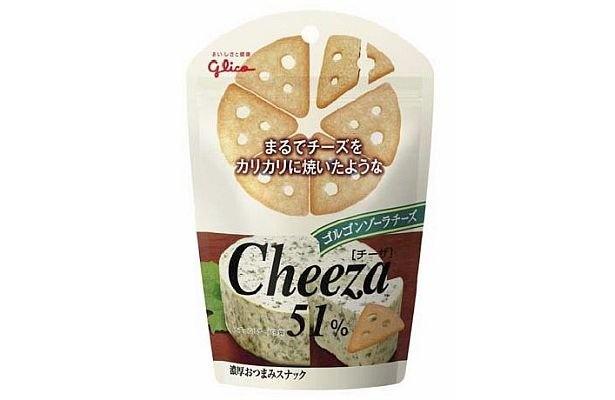 まろやかなカマンベールに、ブラックペッパーのピリッとした刺激がおいしい「リッツチーズサンド カマンベールペッパー」