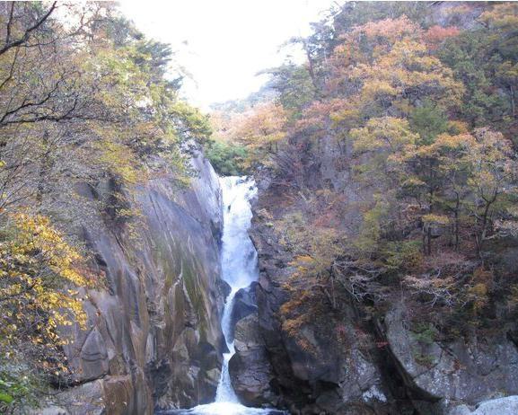 渓谷と紅葉の美しいハーモニー!甲府市の昇仙峡で紅葉が見頃