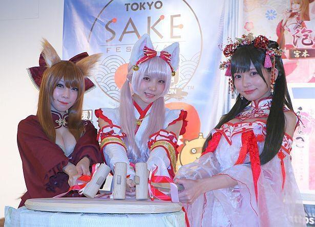 大胆衣装で登場したえなこ、似鳥沙也加、宮本沙希「TOKYO SAKE FESTIVAL2020(東京酒フェスティバル 2020)」